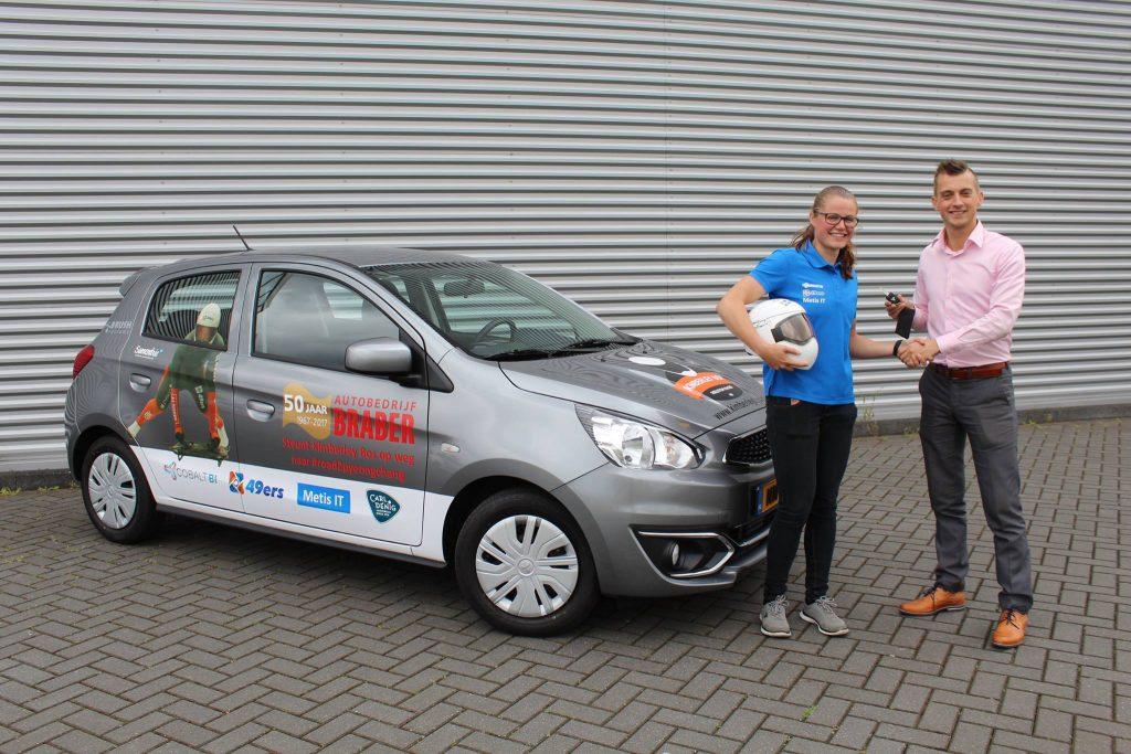 Overhandiging van de sponsorauto van Autobedrijf G. Braber